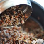 Шаг 3: Вытряхнуть рис вместе с остатками воды из термоса в ковш